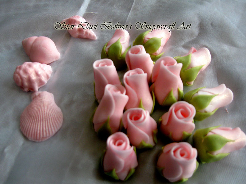 $Light pink roses buds sugar flowers