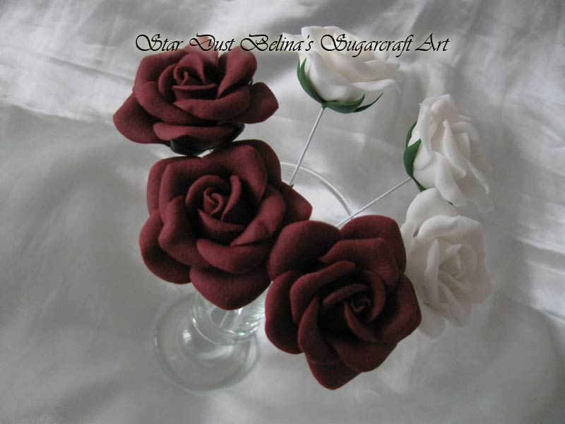 Wired roses sugar flowers in Burgundy and Wnite